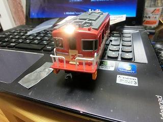 ライトを仮置きして点灯確認した「岳南電車ED403プラレール」②