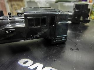 窓とヘッドライトの穴あけが終わったC12②