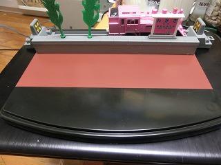 コレクションケース台座をとび色で塗装