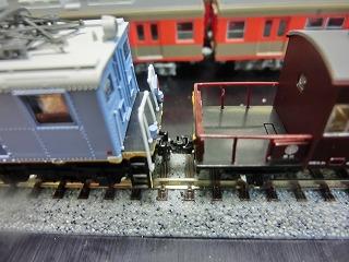「ヨ101(茶色)」と連結させ高さチェックした「近江鉄道 ED14」
