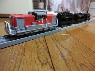 「DD51 1801 A更新塗装車」牽引のタンク列車