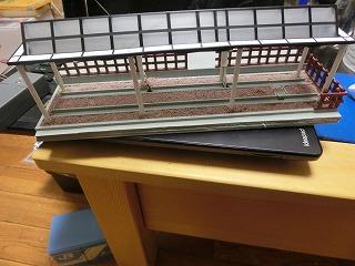 電飾を取り付けた「山北鉄道公園 D52展示スペース風情景」