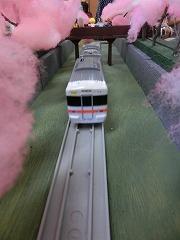 「山北の桜のトンネル」モジュールを走行する車両②