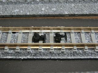 左:加工前のカプラー 右:加工後のカプラー