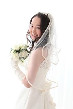 ウエディングフォト婚礼写真結婚n2着白ドレス自然光