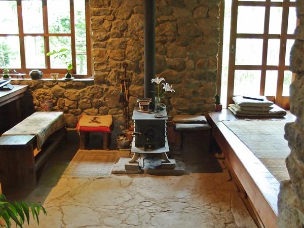 鉄の薪ストーブのあった景色