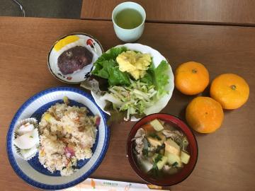 ボカシ作りと野菜たっぷりの昼食3