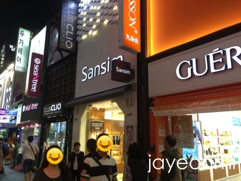 韓国コスメ 新ショップ ゲリソン2 メインストリートの1本となり、<br />西鉄ソラリアホテルの正面玄関がある通りです<img src=