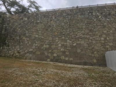 復元後の本丸直下の石垣
