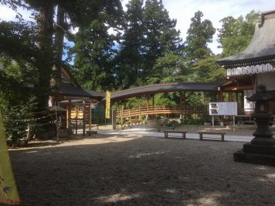 八幡神社と結婚式場を結ぶ橋