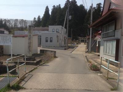 成島八幡神社の参道。登城道か