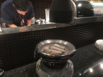 テーブルの炭火コンロ