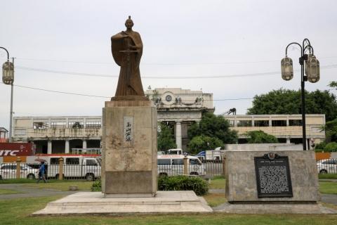 statues-6.jpg