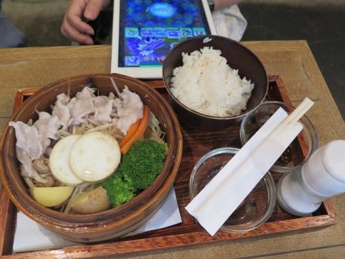 沖縄紅豚の旬菜蒸篭蒸し