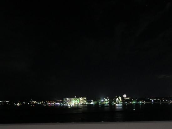 浜名湖の夜景と遠くの花火