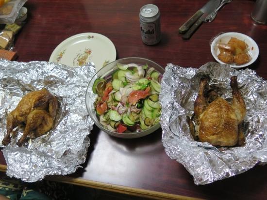鳥の丸焼き、サルサ風サラダ