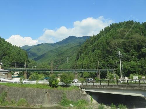 山の中の線路