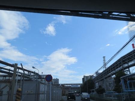 工業地帯の道