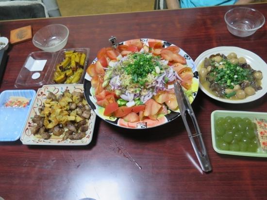 サイコロステーキ,うずら卵とキクラゲ,サラダ