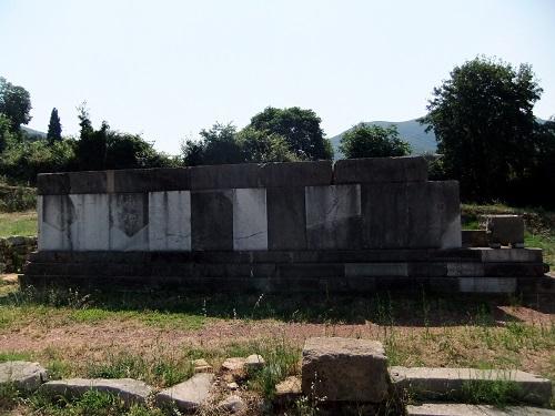 古代メッシーニ_記念墓碑 (1)