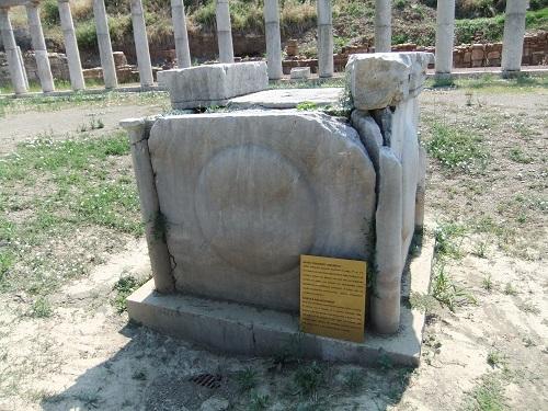 古代メッシーニ_戦争記念碑