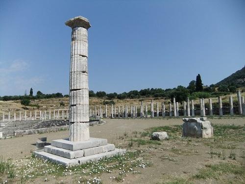 古代メッシーニ_二つの記念碑