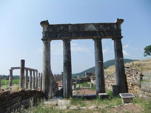 古代メッシーニ_体育館の門 (1)
