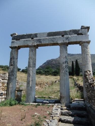 古代メッシーニ_体育館の門 (2)
