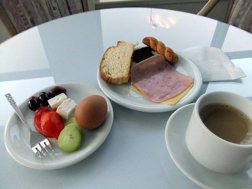 カラマタ_ホテルの朝食