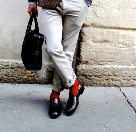 the-most-natural-pose-of-all-orange-socks-and-brown-loafers-menswear-580x829-1.jpg