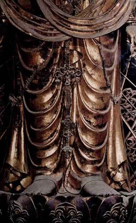聖林寺・十一面観音像の脚部の衣文