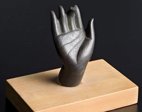 発見された香薬師像の右手