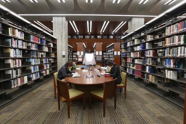 立教大学図書館内部
