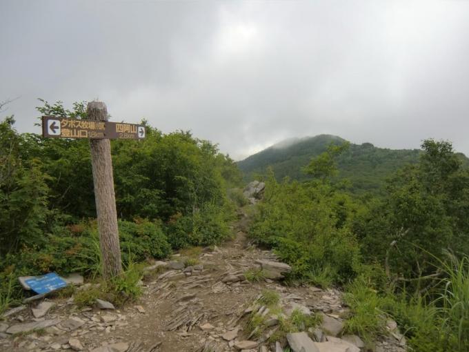 小四阿から山頂方向