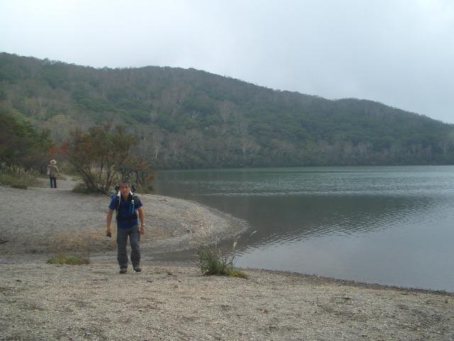 小沼畔をトボトボ