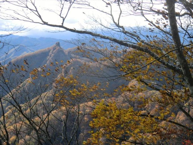 経塚山からローソク岩