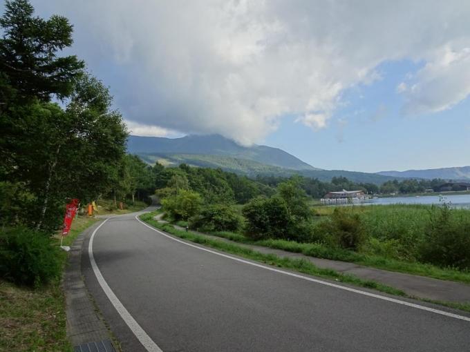 女神湖から蓼科山