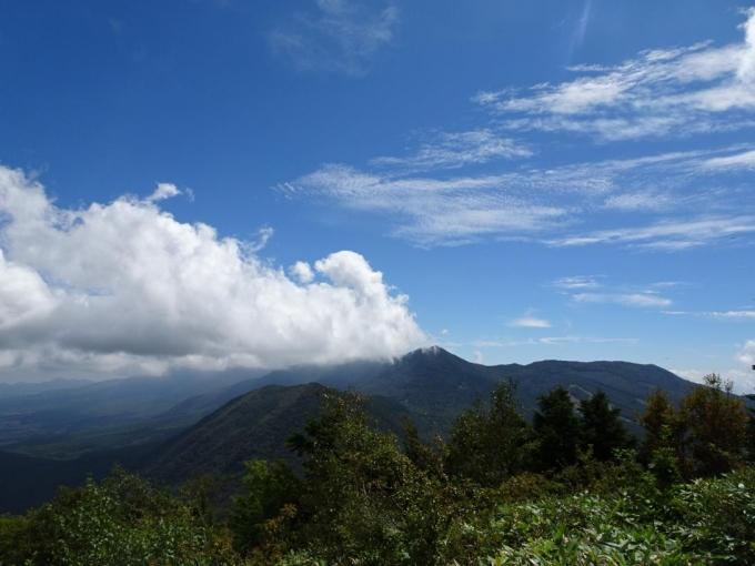 浅間連山は雲が