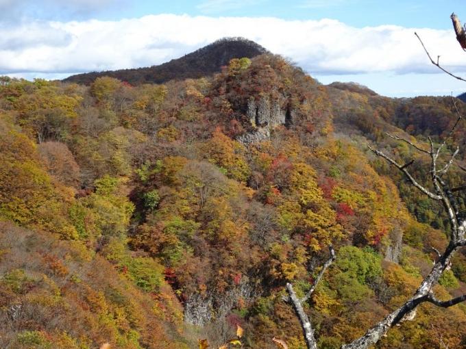 岩峰と行塚山