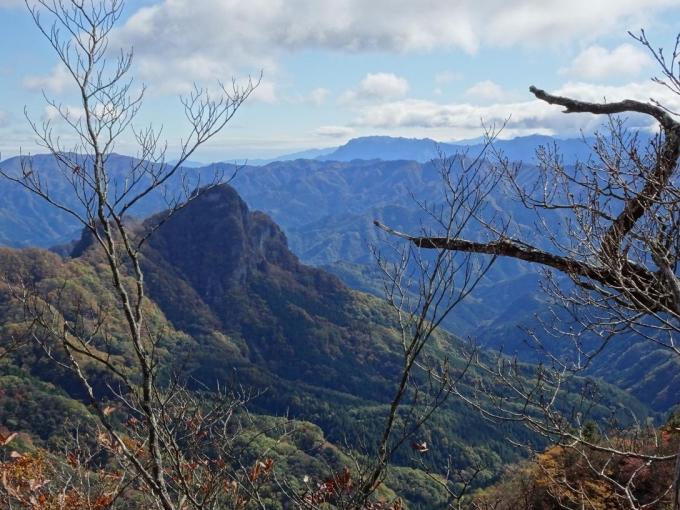 立岩と両神山