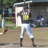 4回表、戸田が二塁打を放つ