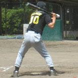 2回裏、先頭の伊藤(幸)が二塁打で出塁