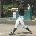 4回表、先頭の安田が内野安打で出塁