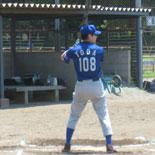1回裏、戸田が内野安打を放ち無死一・二塁