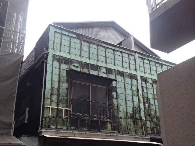 やま藤先の看板建築