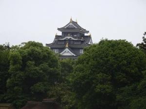 隣りに岡山城