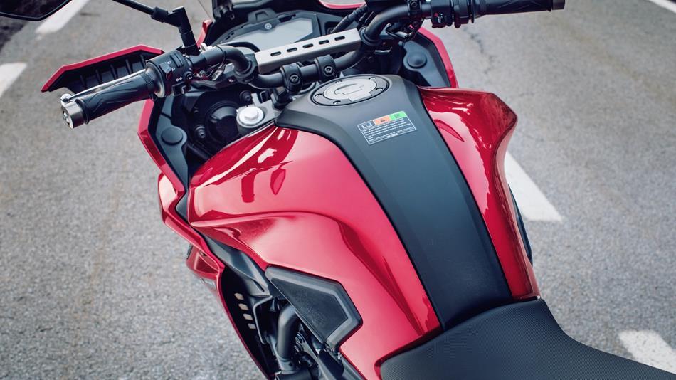 2016-Yamaha-MT07TR-EU-Radical-Red-Detail-009.jpg