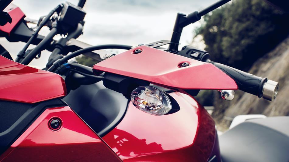 2016-Yamaha-MT07TR-EU-Radical-Red-Detail-012.jpg