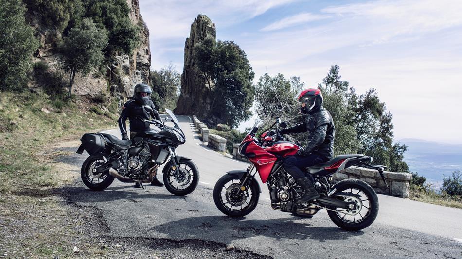 2016-Yamaha-MT07TR-EU-Radical-Red-Static-005.jpg