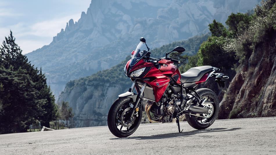 2016-Yamaha-MT07TR-EU-Radical-Red-Static-006.jpg